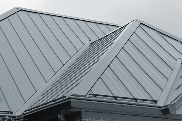 Installation of a metal roof